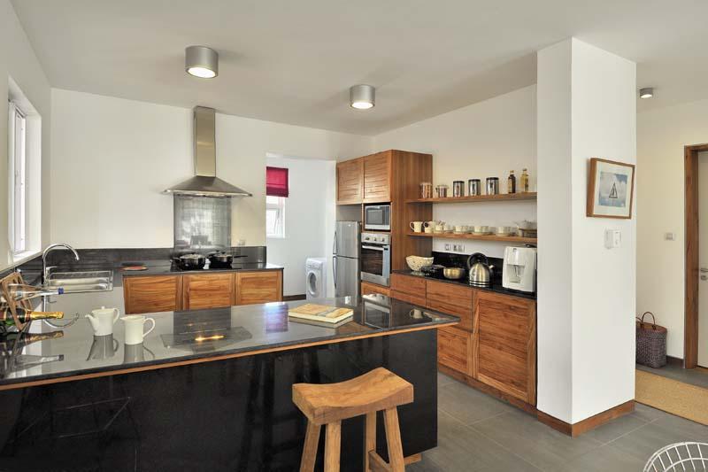 Villa solena bay design contemporain piscine privee ile for Kitchen design mauritius