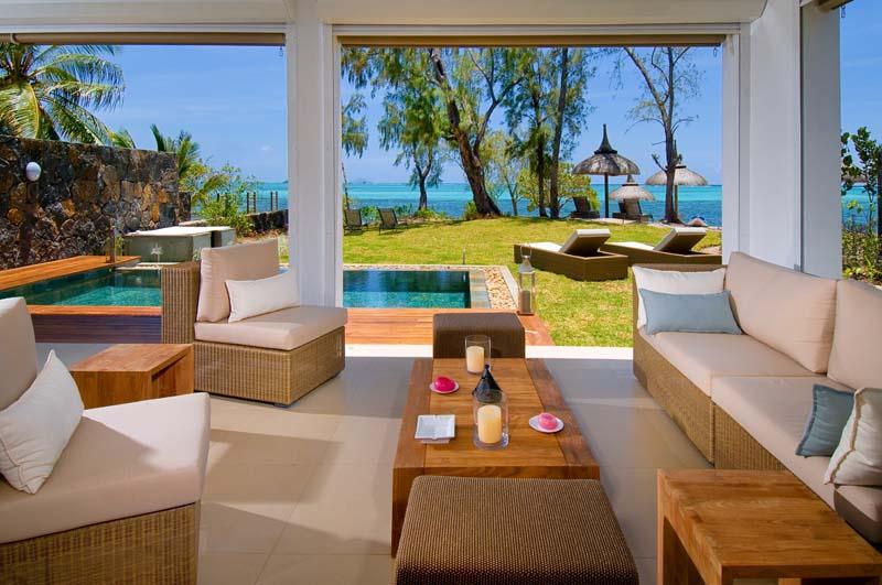 beau soleil villa de luxe pieds dans l eau roche noire ile maurice. Black Bedroom Furniture Sets. Home Design Ideas