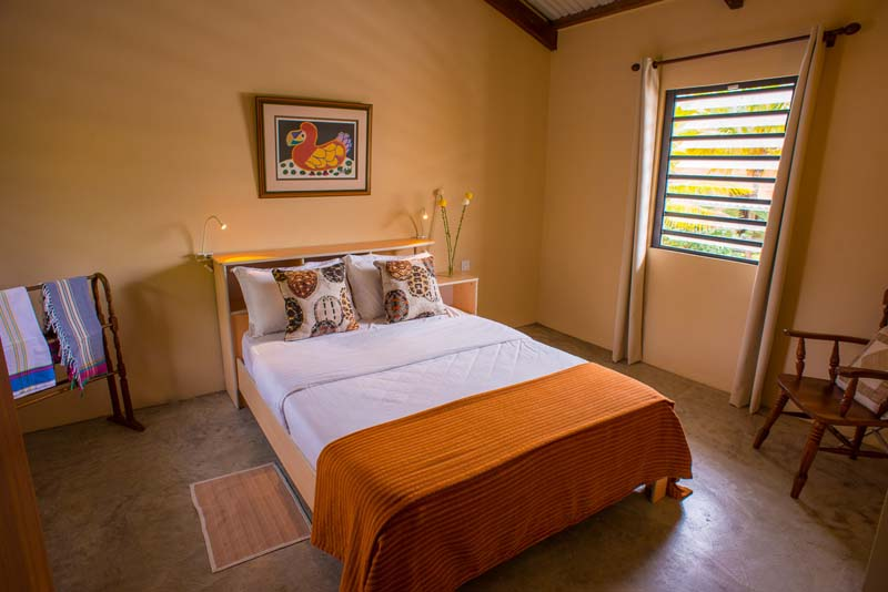 villa pieds dans l 39 eau a l 39 ile maurice villa maloya. Black Bedroom Furniture Sets. Home Design Ideas
